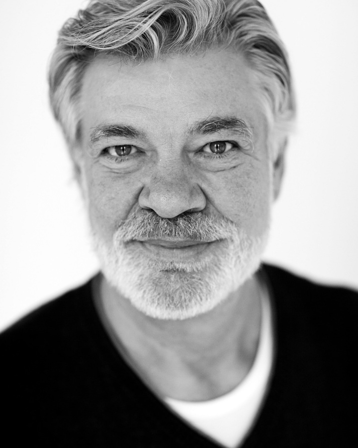 Matthew Kelly stars in The Habit of Art